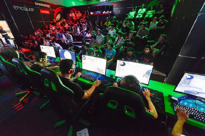 Da die Öffnungszeiten der Gaming Night außerhalb des Jugendschutzgesetzes liegen, soll der Zutritt auf Erwachsene beschränkt sein. Quelle: Kölnmesse