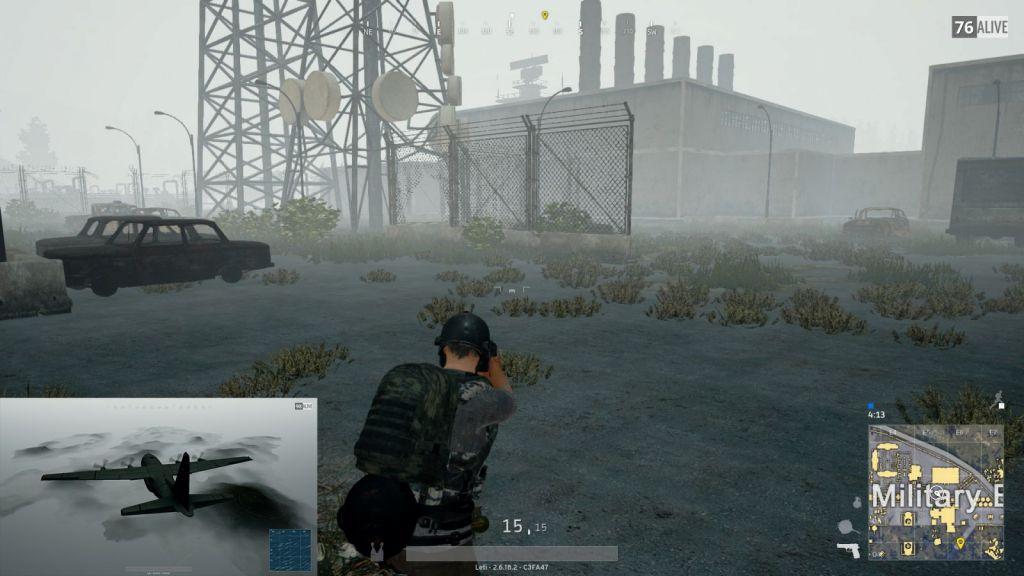 Athmosphärisch: Die verlassenen Gebäude auf dem Airfield hüllen sich im Nebel (Screenshot)