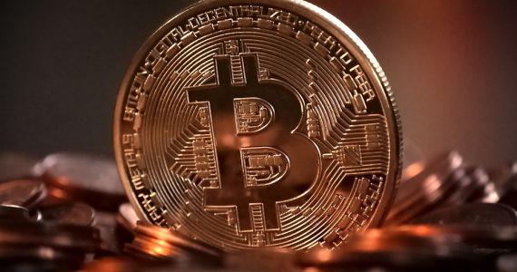Der Markt für Bitcoins ist ein stetiges auf und ab. Zur Zeit wird das virtuelle Zahlungsmittel aber hoch gehandelt. Quelle: Pixabay