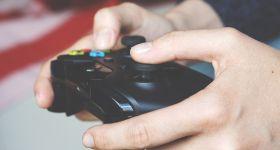 Singleplayer Games sind eine aussterbende Spezies. Zumindest, wenn man sich die aktuellen Zahlen der Gamer von Online-Multiplayer-Spielen ansieht. Bethesda hat sich nun der Rettung der Singleplayer Games verschrieben. (Quelle: Pixabay)
