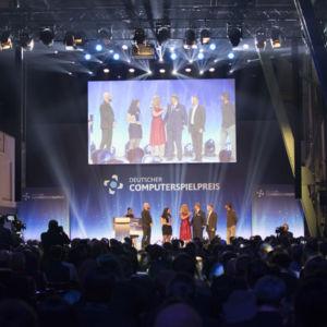 Barbara Schöneberger moderierte für insgesamt 700 Gäste im Kesselhaus und Kohlebunker in München den DCP 2018.